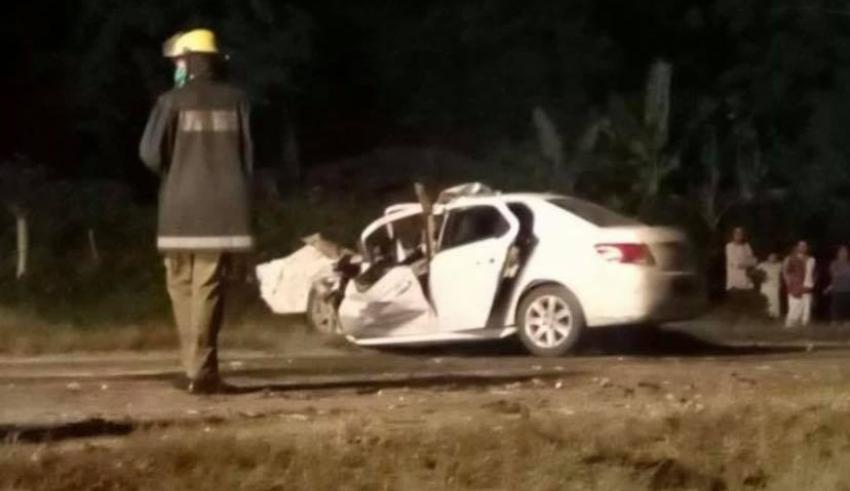 Varios heridos incluido niños en accidente entre un auto de turismo y una rastra en la Carretera Central