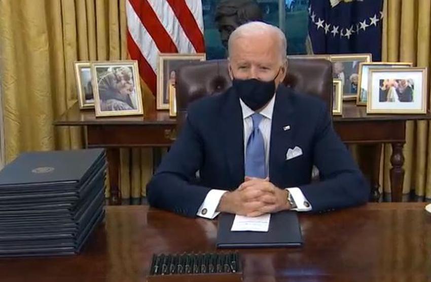 Biden firma sus primeras órdenes ejecutivas deshaciendo iniciativas claves de Trump