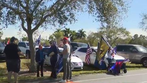 Manifestantes del grupo Cubanos por Trump se reúnen en el Doral para protestar los resultados de las elecciones 2020