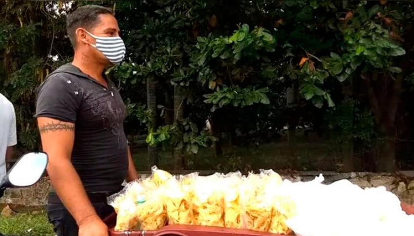 Multan con 1.000 pesos a vendedor ambulante discapacitado en La Lisa, por tomarse un descanso de unos minutos