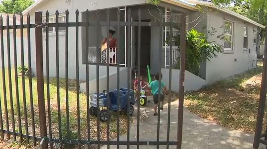 Moratoria de desalojo perjudica a propietaria de una casa en Miami con ocupantes ilegales a los que no puede sacar