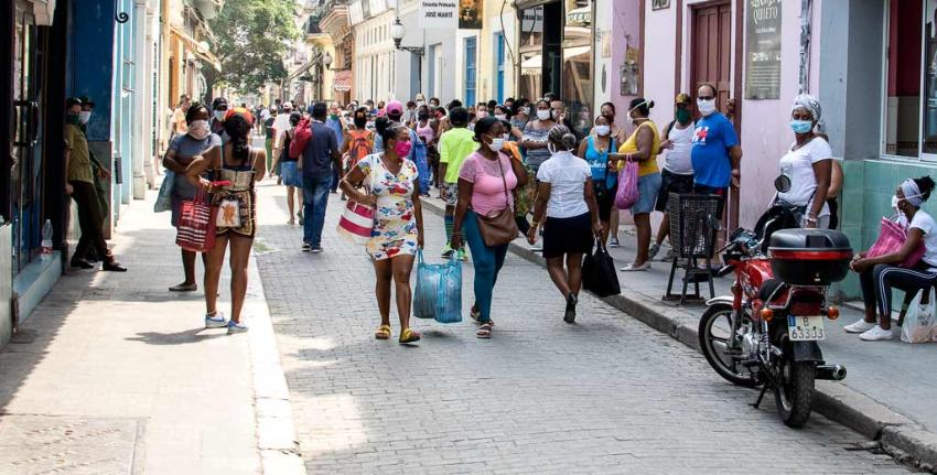 Recogen firmas en Cuba para exigir pluralidad y otros cambios constitucionales