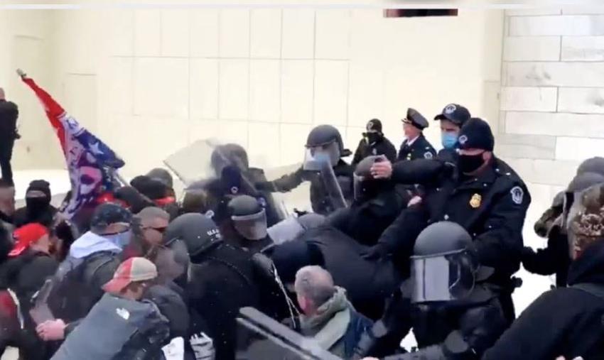 Muere un oficial de la policía del Capitolio tras ser atacado por uno de los que invadió la sede del Congreso
