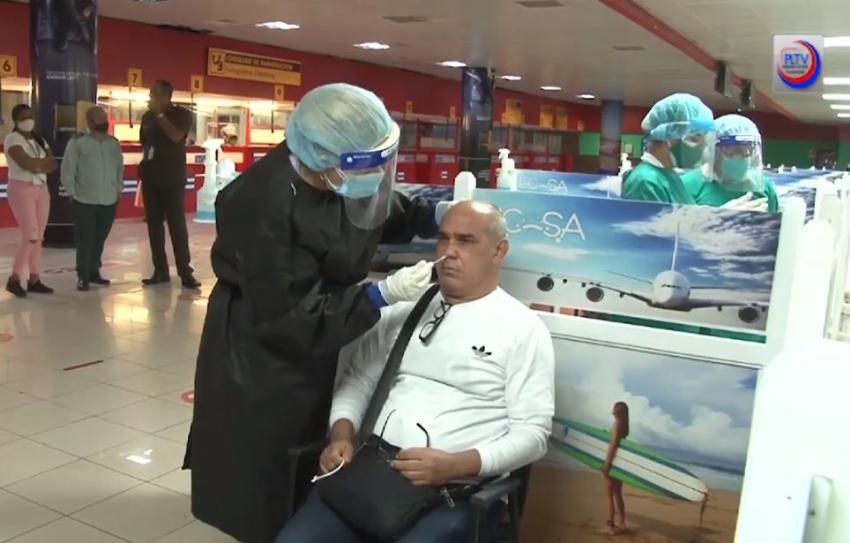 Autoridades en Cuba advierten a los cubanos que para viajar a Estados Unidos ahora necesitaran una prueba PCR negativa