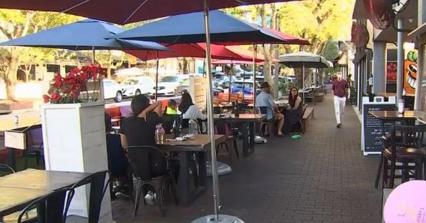 Ciudad de Miami le perdona a los restaurantes los pagos de permisos por tener mesas en las aceras