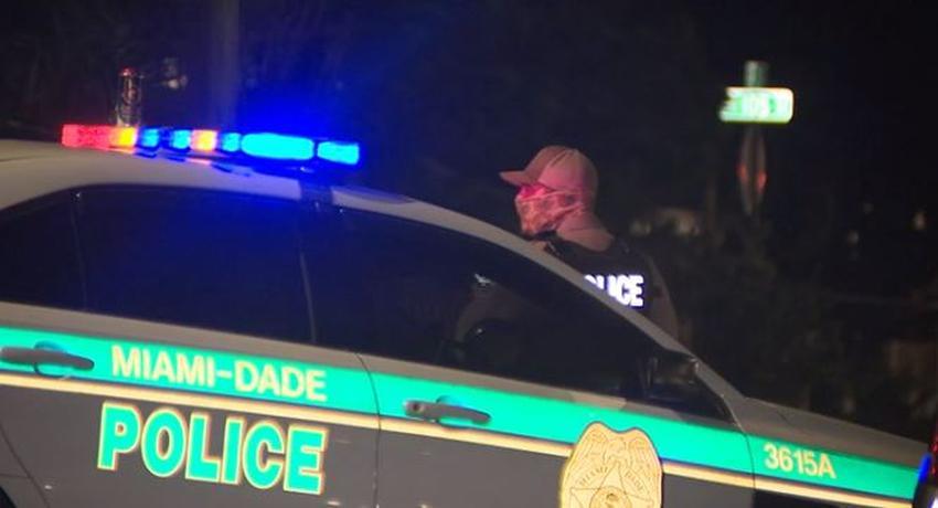 Policía en Miami investiga tiroteo que dejó un muerto y un herido