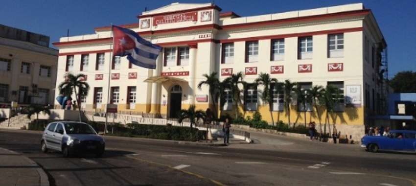 Doctora del Calixto García en La Habana, denuncia carecen de material médico para atender a los pacientes, pese a que llevan más de 10 meses reclamándolos