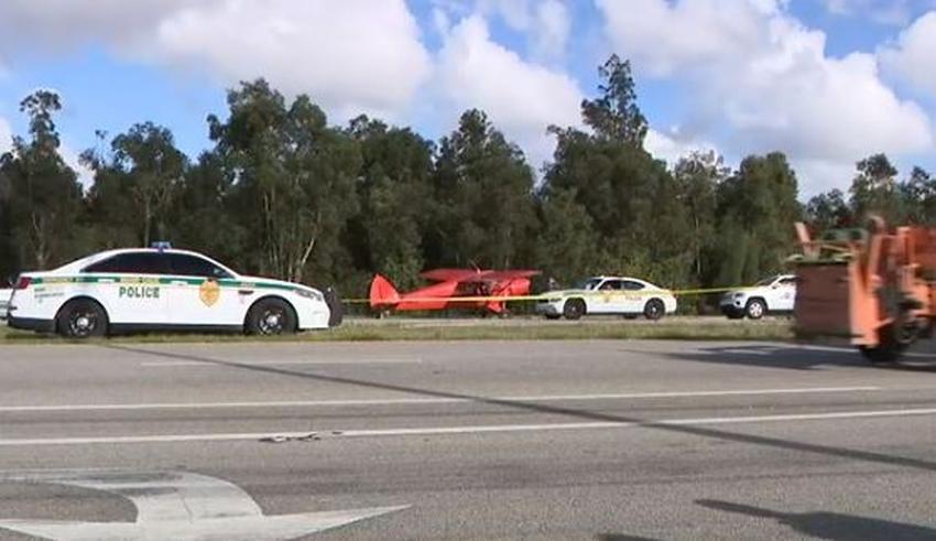 Pequeño avión aterriza en la Avenida Krome en Miami