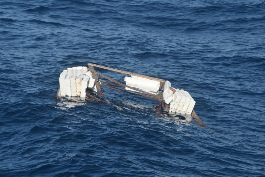 Guardia Costera de Estados Unidos encuentra balsa abandonada mientras sigue buscando 10 balseros cubanos desaparecidos