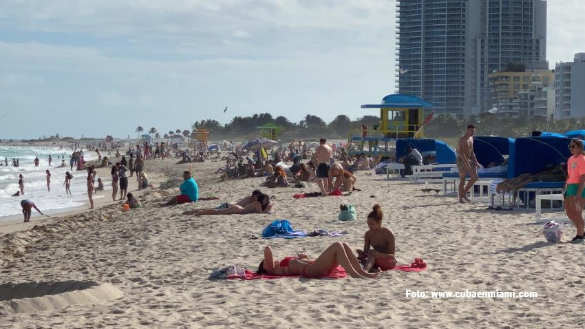 Más turistas llegan a Miami Beach escapando del frío invierno del norte