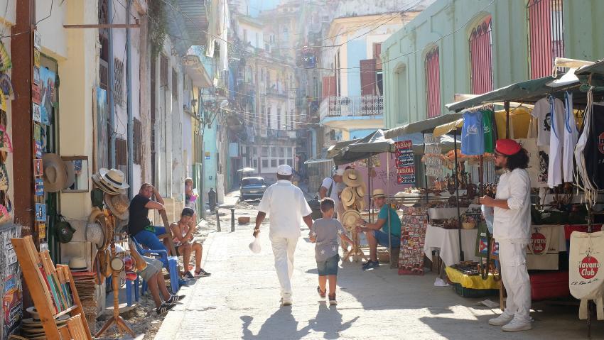 El régimen cubano elimina la restricción de actividades al sector privado, pero quedan 124 ocupaciones limitadas
