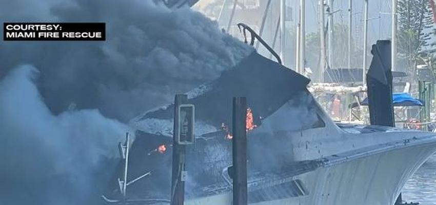 Yate de 55 pies se incendia en marina de Miami