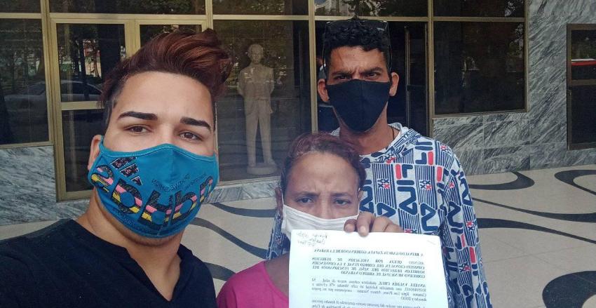 Activista cubana Anyell Cruz presenta denuncia contra las fuerzas represivas del régimen por acto de repudio contra ella y sus hijos