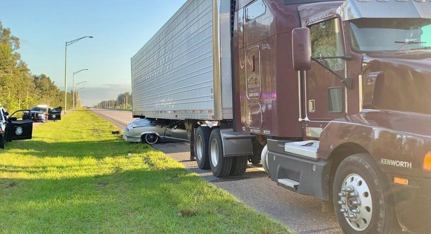 Un conductor queda atrapado debajo de un camión tras accidente en el suroeste de Miami Dade