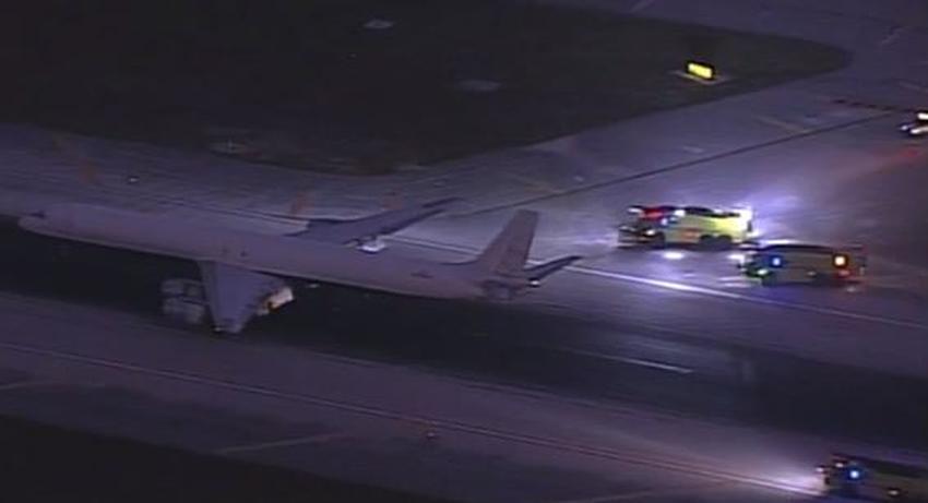 Avión de carga pierde un neumático en aterrizaje de emergencia en el Aeropuerto Internacional de Miami