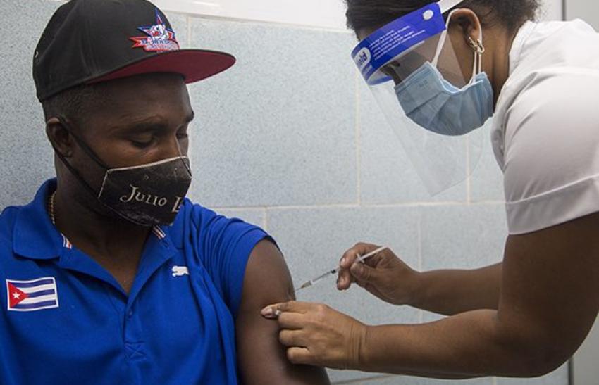 Comienzan a aplicar el candidato vacunal Soberana 02 a deportistas cubanos que asistirán a los Juegos Olímpicos de Tokio