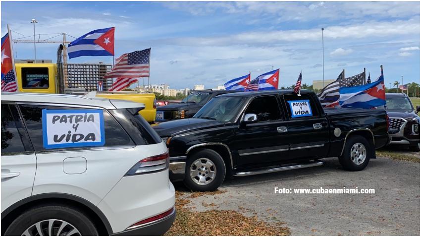 Cubanos en Miami realizan gran caravana en apoyo a Patria y Vida