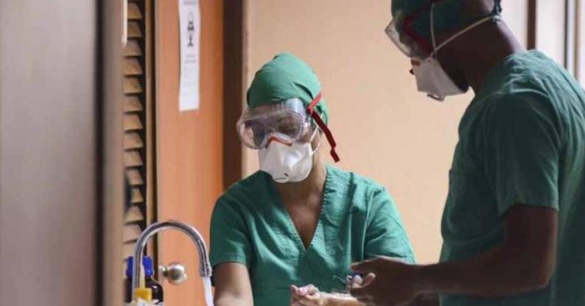 """La situación desesperada que vive Cuba por la crisis sanitaria: """"Se les mueren los pacientes"""" por la falta de recursos"""
