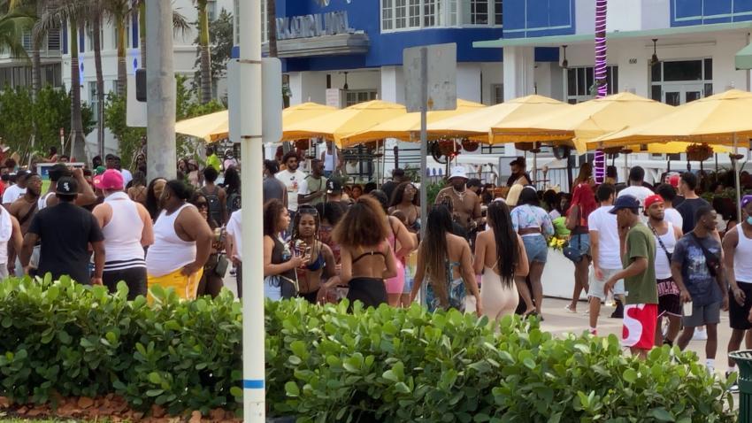 Miami Beach extiende el toque de queda y el cierre de calles hasta el 12 de abril