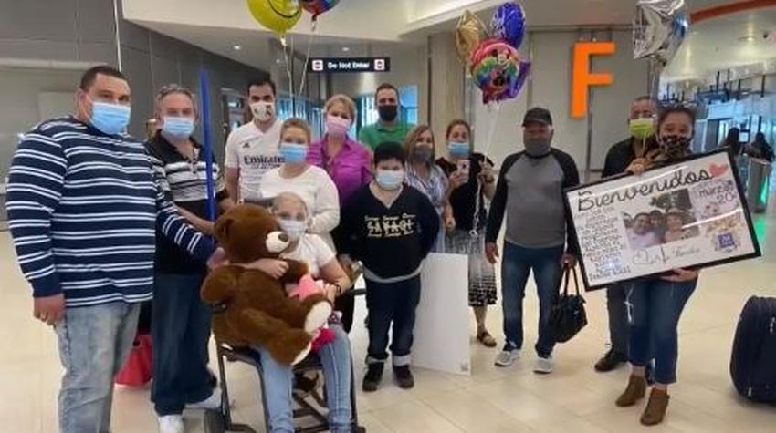 Niña cubana enferma de cáncer llega a Estados Unidos para comenzar tratamiento