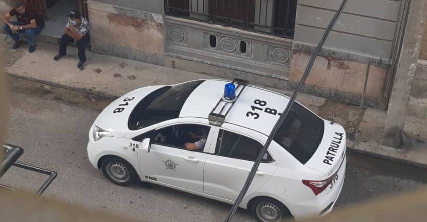 Activistas y periodistas cubanas amanecieron sitiadas por la policía política este lunes 8 de marzo