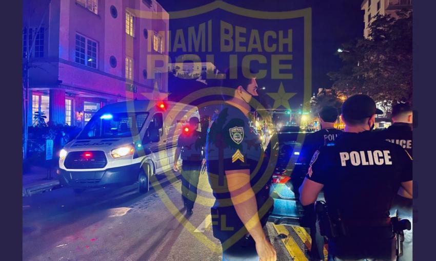 Multitud lanza botellas a oficiales de la policía en Miami Beach