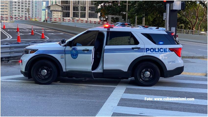 Una  mujer se suicida saltando del Puente de Brickell en Miami