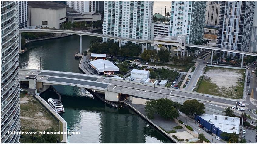 Cierran puente de South Miami Avenue después de que una persona se cayera