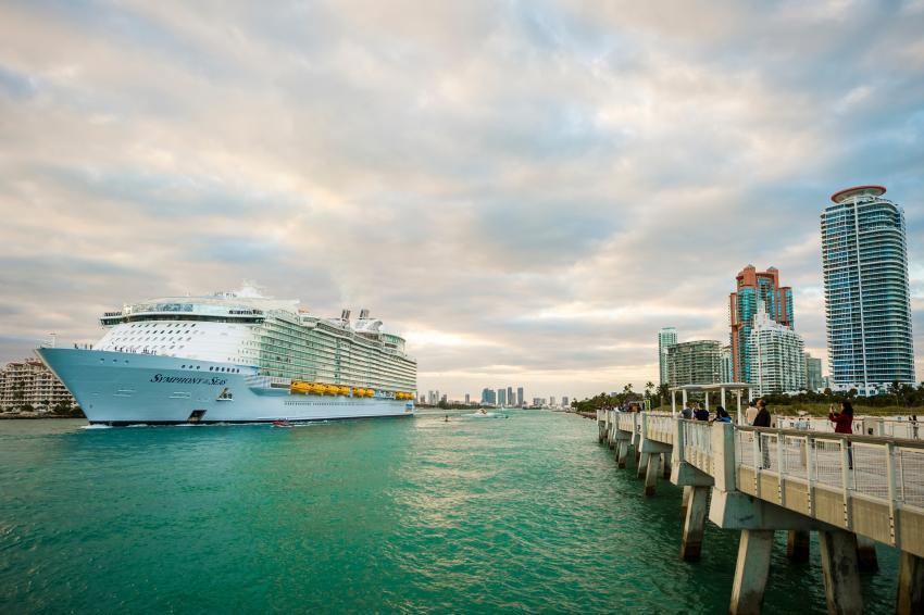 Línea de cruceros Royal Caribbean comenzará a navegar desde Miami en junio pero exigirá a los pasajeros estar vacunados