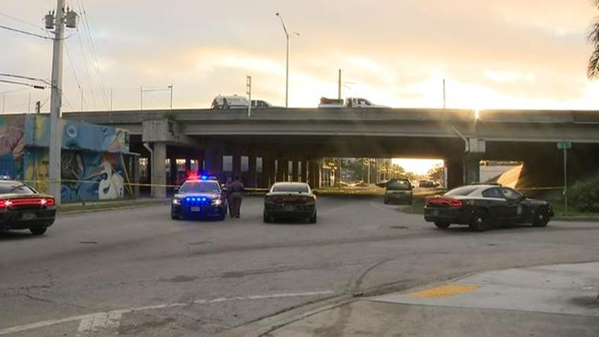 Una mujer sobrevive accidente en la I-95 en Miami pero luego se lanza del expressway y muere