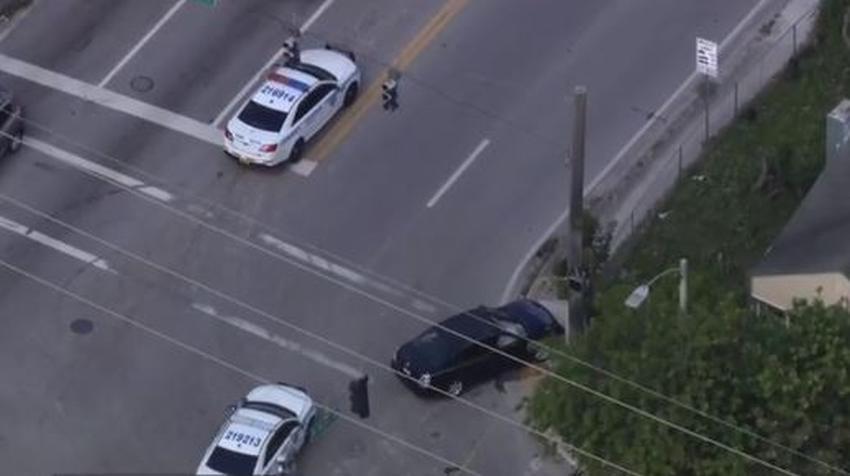 Policía de Miami investiga tiroteo que provocó un accidente automovilístico