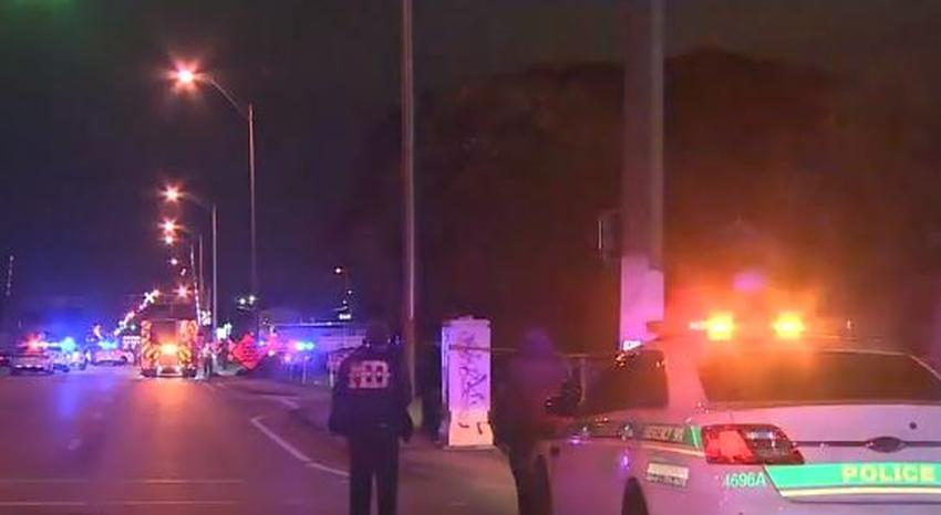 Policía de Miami investiga tiroteo que dejó un muerto y un herido grave