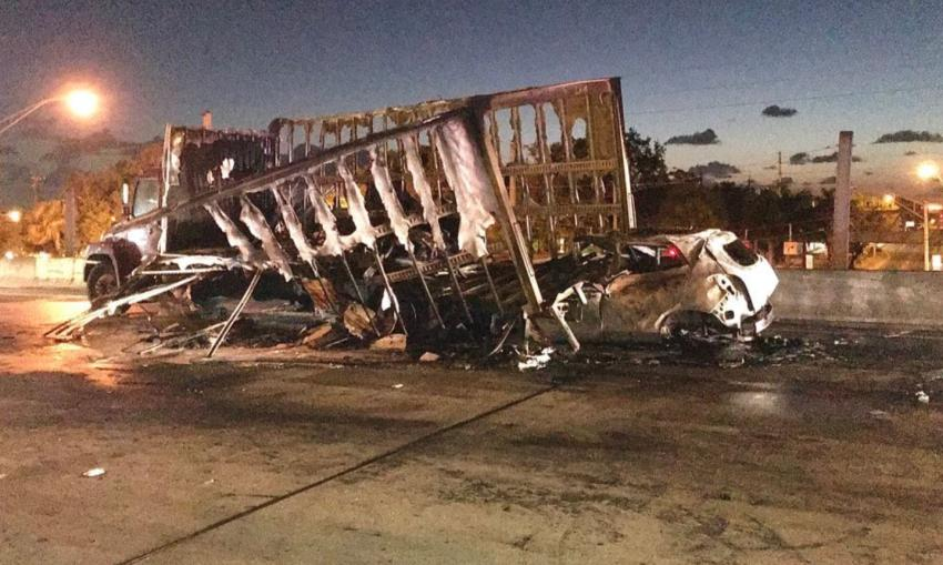 Conductor muere quemado atrapado dentro de su vehículo tras accidente en el I-95 en Miami