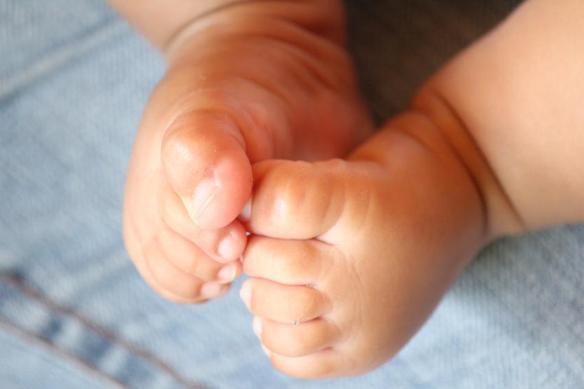 Piden ayuda en redes sociales para bebé cubana de seis meses abandonada en Las Tunas