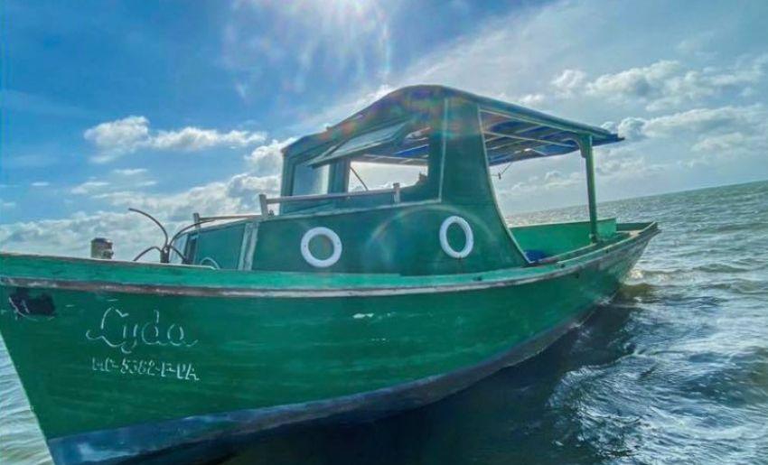 Patrulla Fronteriza de Miami detiene a 6 balseros cubanos, tras tocar tierra en un barco pesquero