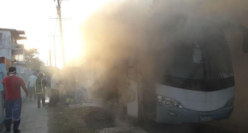 Se incendió un ómnibus Yutong en La Víbora, La Habana