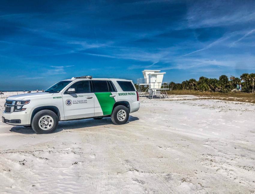 Guardia Fronteriza detiene a 13 cubanos que llegaron a tierra en los Cayos de la Florida
