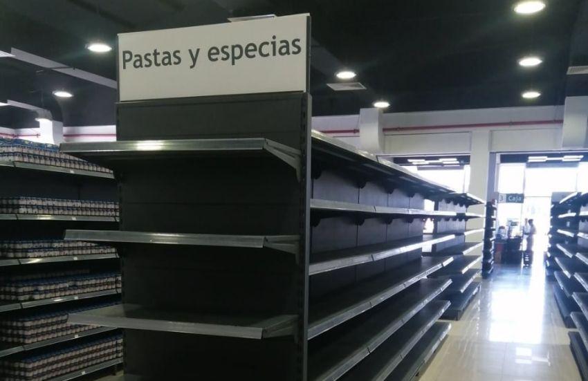 El desabastecimiento es tal que llega a las tiendas en dólares en Santiago de Cuba