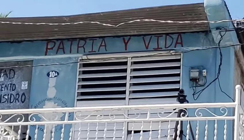 """Convocan a llenar las calles de Cuba de carteles de """"Patria y Vida"""" mañana 20 de mayo"""