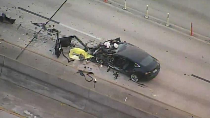 Tres heridos después de que Tesla choca contra un gruero estacionado en la I-95 que atendía otro accidente