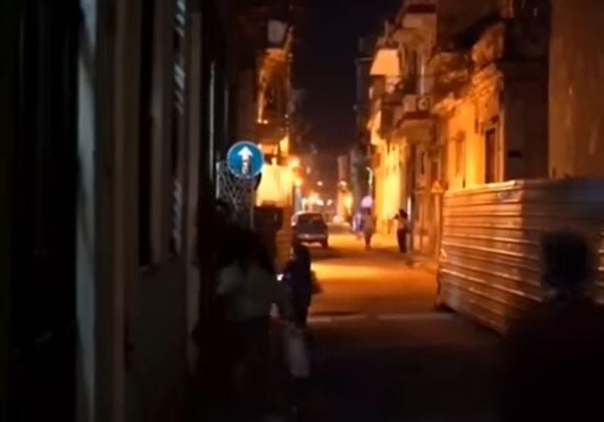 A la escasez en Cuba se suman los apagones; el gobierno anuncia interrupciones del servicio eléctrico