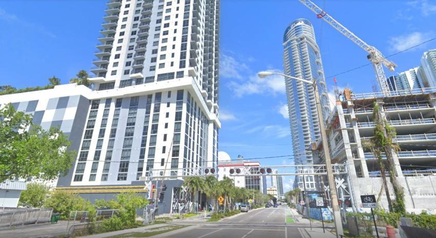 Matan de un disparo a una mujer en edificio de lujo del Downtown de Miami