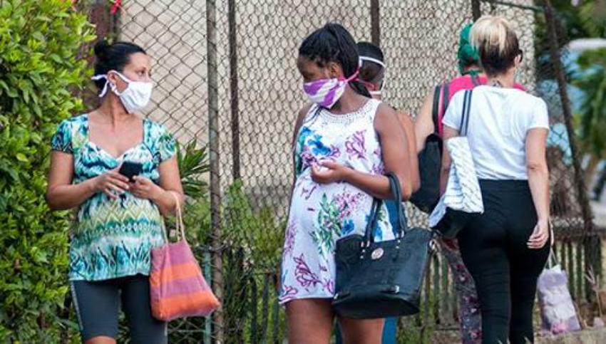 Cuba: Venden pruebas PCR a embarazadas, 25 dólares a domicilio