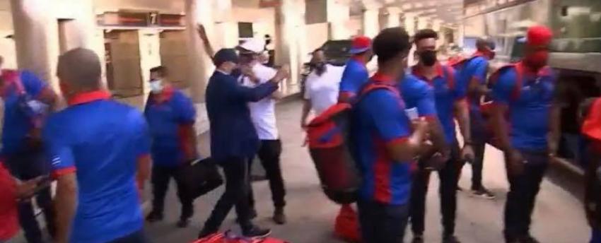 Castrismo les retiró los celulares a los peloteros que se encuentran en Florida para el torneo preolímpico de béisbol, según fuente
