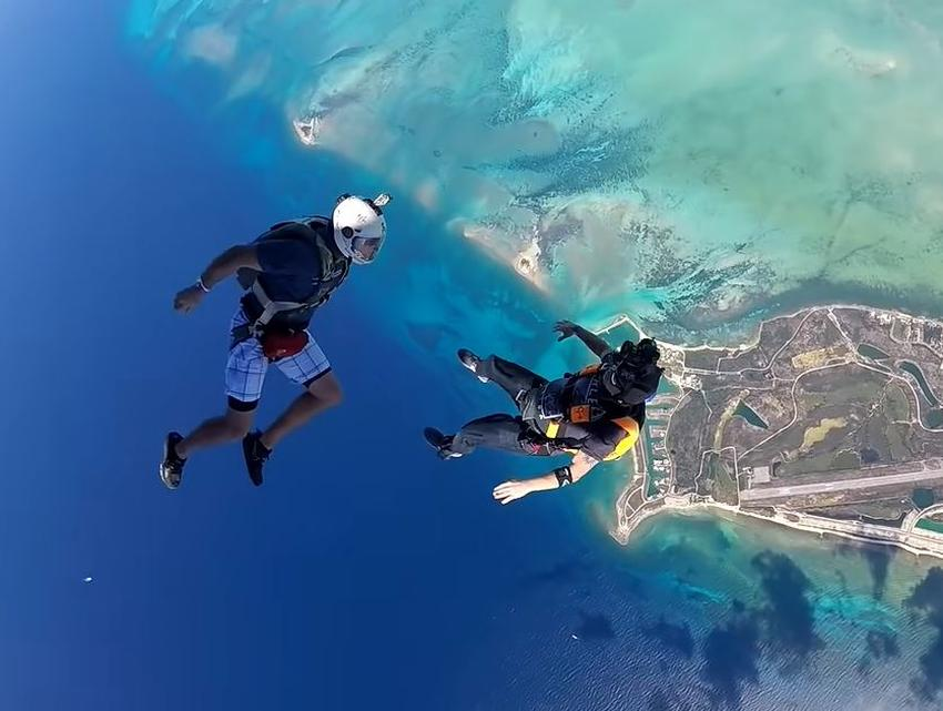 Fallece un paracaidista en Florida tras chocar con otro en el aire