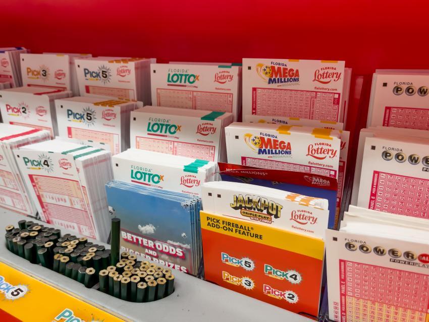 Hombre de Miami reclama premio de 1.65 millones de dólares en el juego Triple Play de la Lotería de la Florida