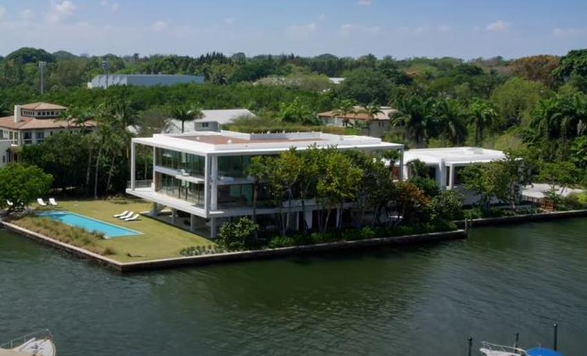 Empresario cubanoamericano Jorge Mas vende la mansión más cara de Coconut Grove en Miami
