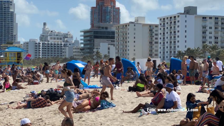 Gran afluencia de personas en Miami Beach a una semana del fin de semana de Memorial Day