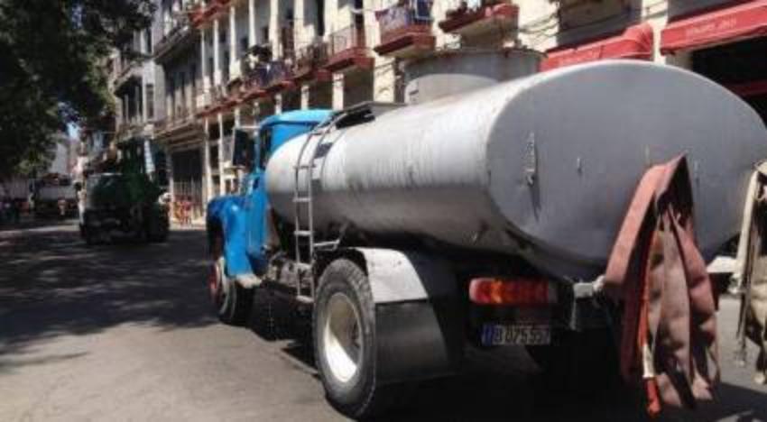 Vecinos de barrios habaneros como El Canal y La Víbora se preparan para más cortes en el servicio de agua potable de cara al verano