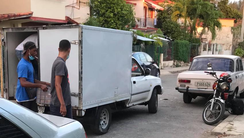 Se alimentan bien los represores del activista Oscar Casanella, el régimen les manda un camión con comida